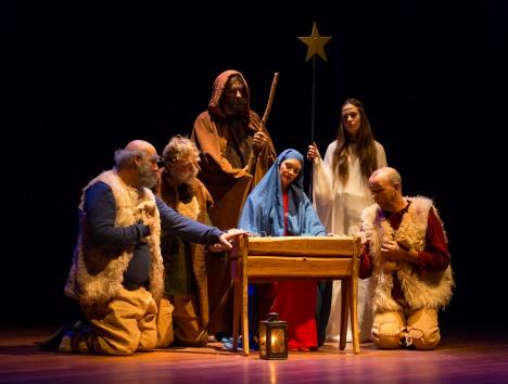 afbeelding spelers Kerstspel rond de kribbe